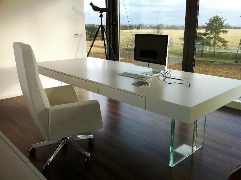 sklenene nohy stolu s  kabely 3m